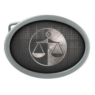Escalas rugosas de la justicia hebillas de cinturón ovales