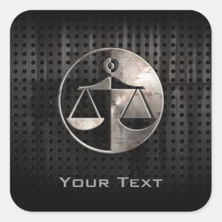 Escalas rugosas de la justicia pegatina cuadradas personalizada