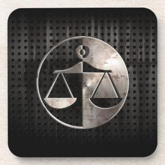 Escalas rugosas de la justicia posavasos de bebidas