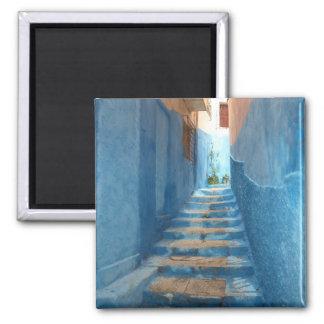 Escalera azul estrecha en Marruecos Imán Cuadrado