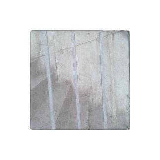 Escalera, cerca y pared imán de piedra