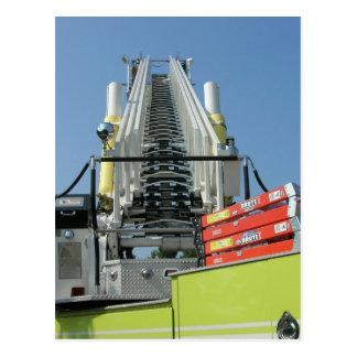 Escalera del coche de bomberos postal