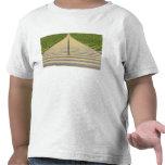 Escalera del estadio entre las filas de asientos camisetas