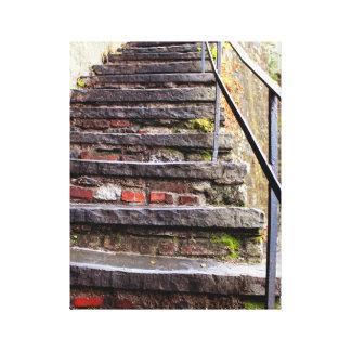 Escalera del ladrillo y del musgo impresión de lienzo
