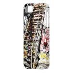 escalera del metal con la pared de la pintada iPhone 5 protectores