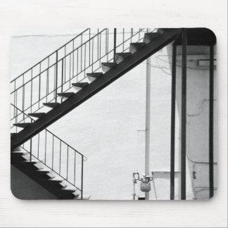 Escalera en blanco y negro mouse pad