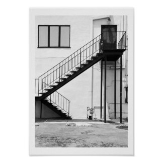 Escalera en blanco y negro póster