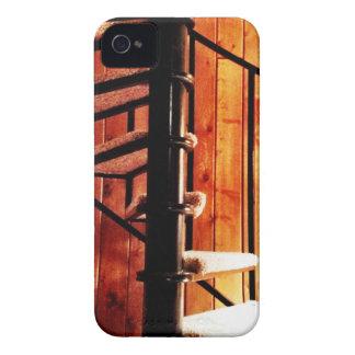 Escalera espiral rústica en la cabina iPhone 4 protector