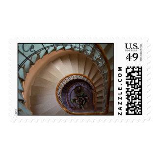 Escalera temática, una escalera espiral que eso sellos