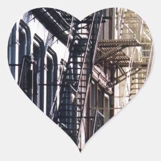 escaleras de incendios del soho pegatina de corazon
