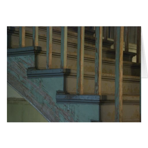 Escaleras de madera verdes viejas tarjeta