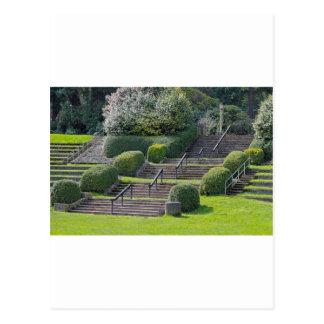 Escaleras en el parque de la rosaleda postales