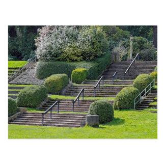 Escaleras en el parque de la rosaleda postal