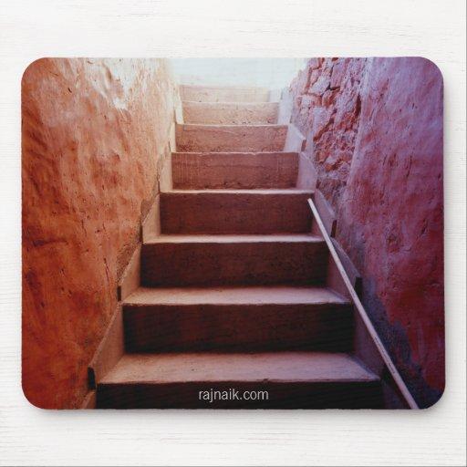Escaleras rojas tapete de ratón