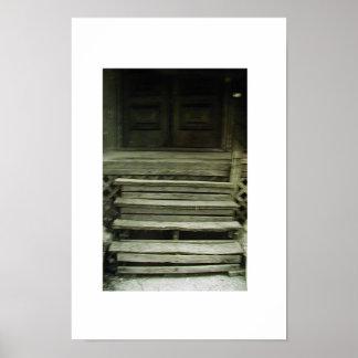 escaleras trecherous póster