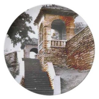 Escaleras y arcos platos