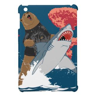 Escape del tiburón del oso iPad mini cárcasas