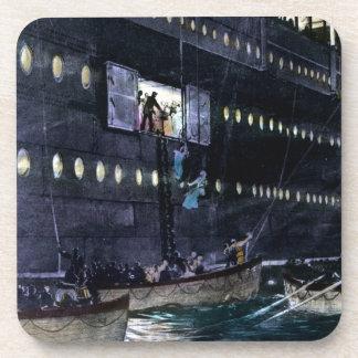 ¡Escape titánico del RMS a los botes salvavidas rá Posavasos De Bebida