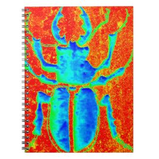 Escarabajo azulverde del cuerno del macho por el s libros de apuntes con espiral