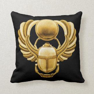 Escarabajo del egipcio del oro cojin