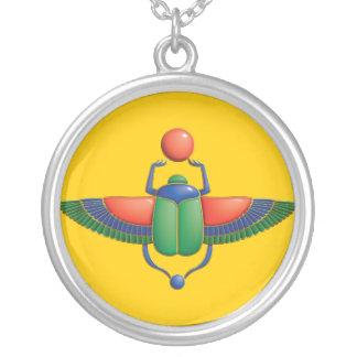 Escarabajo egipcio collar plateado