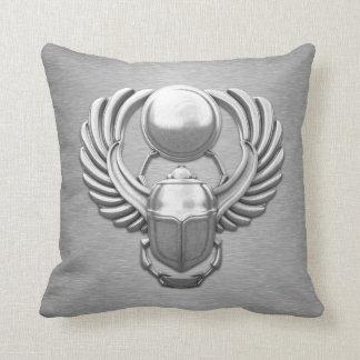 Escarabajo egipcio de plata almohada