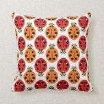 Escarabajos de la mariquita en anaranjado y rojo cojines