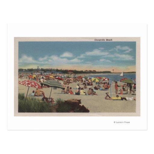 Escena apretada de la playa postales