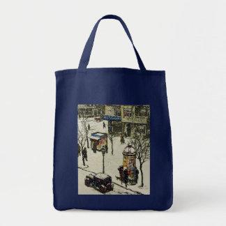 Escena de la calle de la ciudad del invierno del v bolsas de mano