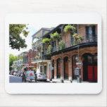 Escena de la calle de New Orleans Alfombrillas De Raton