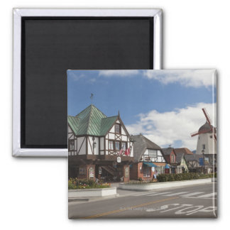 Escena de la calle de Solvang histórico, 'el danés Imán Cuadrado