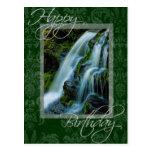 Escena de la cascada del feliz cumpleaños postales