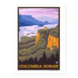 Escena de la garganta del río Columbia con el punt Postal