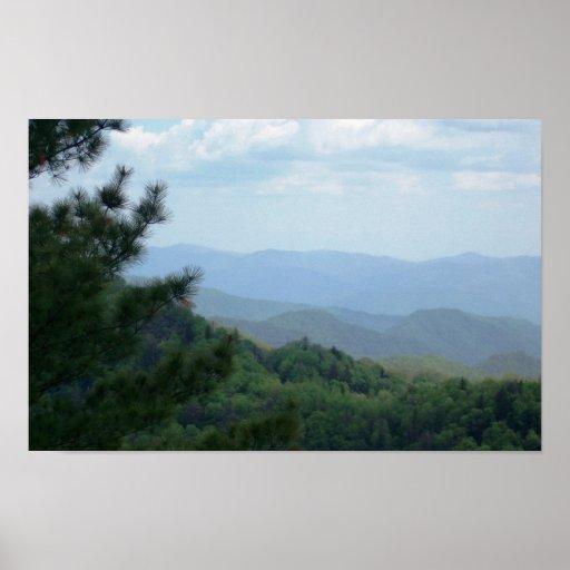 Escena de la montaña con el árbol poster