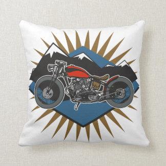 Escena de la montaña de la motocicleta del vintage cojín