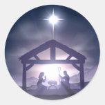 Escena de la natividad del pesebre del navidad etiquetas redondas