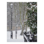 Escena de la nieve con el poster viejo de la luz d
