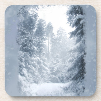 Escena de la nieve del navidad del país de las posavasos de bebidas