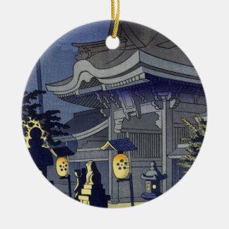 Escena de la noche de la capilla Asano Takeji de Adorno Navideño Redondo De Cerámica