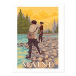 Escena de la pesca con mosca de MaineWomen Tarjeta Postal