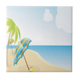 Escena de la playa con el paraguas, las palmeras y azulejo cuadrado pequeño