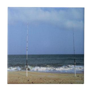 Escena de la playa con el trole azulejo