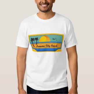 Escena de la playa de ciudad de Panamá Camisas