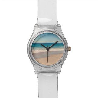 Escena de la playa de la aguamarina reloj de mano