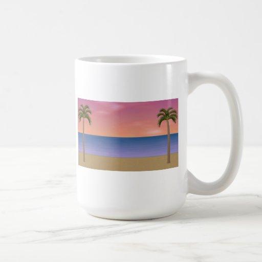 Escena de la playa de la puesta del sol: taza de café
