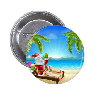 Escena de la playa de Santa del navidad del verano Pins
