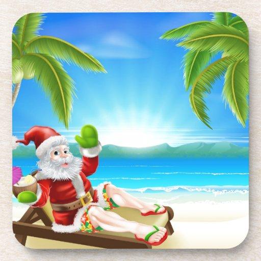 Escena de la playa de Santa del navidad del verano Posavasos De Bebida