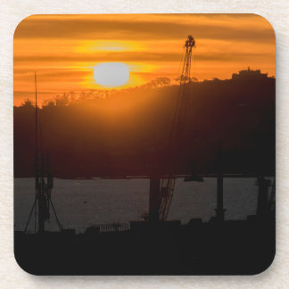 Escena de la puesta del sol de la visión aérea de posavasos