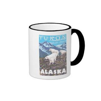 Escena de las cabras de montaña - el Yukón, Alaska Taza