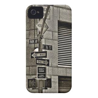 Escena de NYC Streetcorner iPhone 4 Case-Mate Cárcasa